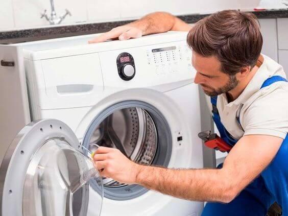 специалист Просто Сервис на дому делает ремонт стиральных машин киев осокорки